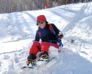 スノーシューは歩くだけじゃない!斜面をソリやお尻で滑ったり!楽しい遊びも盛りだくさん!