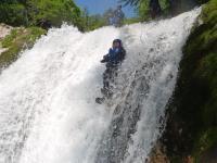 落差7mの滝にドロップ(メープルコース)
