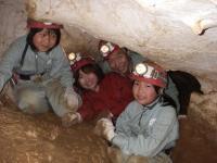 小学生の参加も可能です。親子で洞窟探検隊はどうですか。