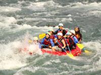 力を合わせて球磨川の激流を漕ぎぬけよう!