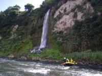 コース途中には、落差20mの滝をはじめ、圧巻の景観ポイントもあり!