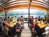 ◆「ランチ」付きコースもあり! 湖畔のタープ下で食べる、こだわりのアウトドアランチ(ドリンク付き)は最高!