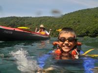 全くの初心者やお子様(2歳〜)もOK!夏の暑い日は、ライフジャケットを装着して、水遊びも!