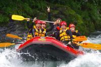 大きな岩の上から川へジャンプ!大、中、小の高さがあるので好きな高さからチャレンジしよう!参加自由です。