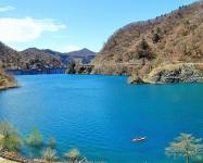 なんといってもこの青さが魅力!「四万ブルー」を見るなら、水量の多い4月~5月がおすすめです。 ぜひとも実際に見にきてください!