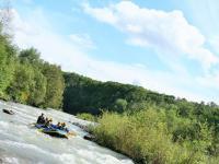 初心者でも安心して楽しめる忠別川でのラフティングは5歳からご参加可能!家族みんなでわいわいどうぞ!