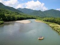 舞台は北海道・富良野の空知川!壮大な空の下をゆったりと旅してみませんか?