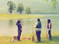 開放的な湖畔の景色