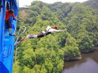 日本一の高さ、100mからのバンジージャンプ!