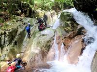 【天川コース】川の流れが作り出した滑らかな岩の造形が美しい、明るく自然豊かな渓谷です。