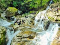 【前鬼川コース】ゴール(折り返し)地点は、四方から滝が流れて合流する圧巻の風景!360度素晴らしい景色です!