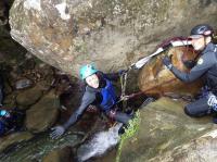 ロープを使った登降も楽しめるシャワークライミングコース