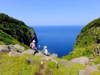 道なき道を超えた先にある、断崖と不思議な滝を目指して出発!「断崖トレッキング」。
