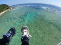 サンゴ礁の上を低空飛行!