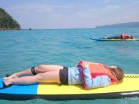 寝転がってみたり、SUPを楽しむスタイルはいろいろ!