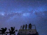 360°夜空が見渡せるフィールドへ