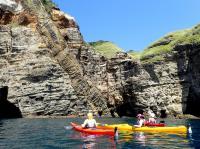 日本ジオパークに認定されている伊豆半島。ジオサイトをカヤックで楽しめるジオツアーもあり!