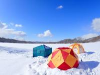 全面凍結した冬の湖がツアーの舞台!