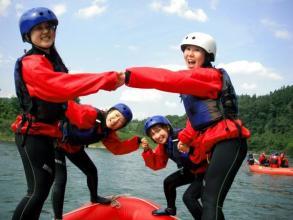 水合戦をしたり、ゲームをしたり、川で泳いだり♪自然の中で思う存分 遊びましょう!