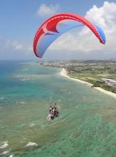 天気が良ければ、島の反対側の海まで見渡せます。上空から、海ガメが見れることも・・・。