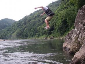 暑い時は、水へ飛び込んじゃえ!と、こんな飛び込みスポットもあります。