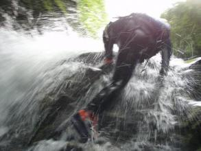 ≪フォールクライミング≫ 小さい滝はフリーでガンガン行きます