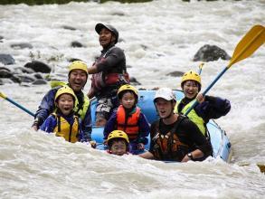 """春の沙流川ファミリーラフティングは、日本一激しい""""ファミリー""""コース!?"""