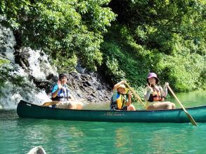 峡谷を流れる落ちる滝は、カヌー&カヤックでしか見ることが出来ません!