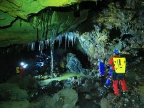 富士山の地下に広がる神秘!「氷の洞窟」を探検しよう!