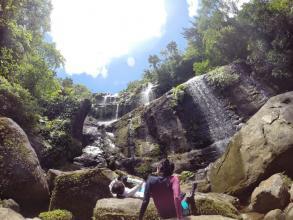 迫力あるユツン3段の滝!