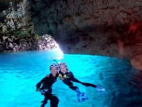 【貸切案内!らくらくボートエントリーで有名観光地へGO!】青の洞窟 シュノーケリング