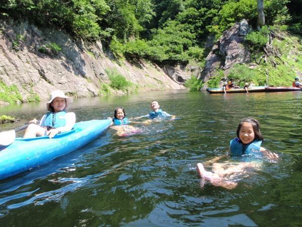 夏は泳いだり、飛び込んだりして遊べます。浮いてるだけでも気持ちがいいですよ!!