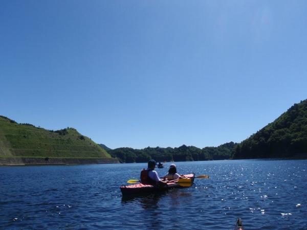 利根川の上流部、関東の秘境といわれる「ならまた湖」。まるで日本ではないような、非日常の世界が広がります