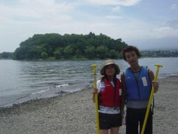 気象条件等がよければ、富士五湖唯一の無人島の「鵜の島」にも行くことができます