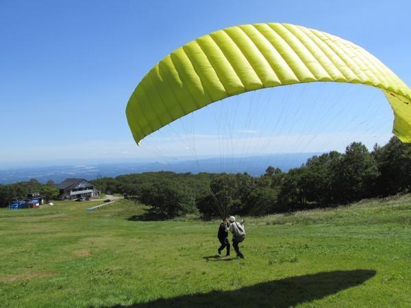 まずはパラグライダーを翼にする練習からスタート。