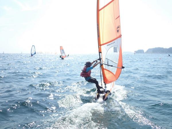 風をつかまえて海上を進む爽快感は何とも言えません!自然の中で体を動かすことが、きっと気持ち良いと感じていただけるでしょう!