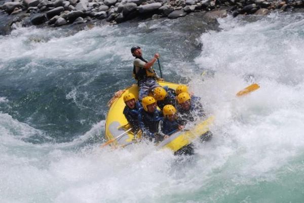 日本屈指の激流として有名な利根川上流部。激流を楽しみたいなら春先がおすすめ!!