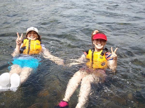 親子で水に浮かんで流れたりして遊びましょ!