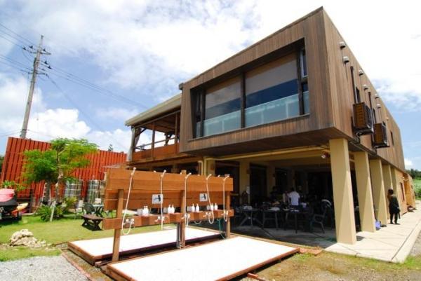 アジアンリゾート風の解放感のあるマリンハウス、ツアー前後もゆったりとお過ごし下さい。