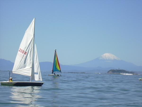 江ノ島や富士山もくっきり!青い海とヨット、潮風と波音を聞きながらヨットを満喫!!