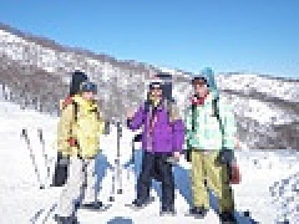 自分のスノーボード・スキーを持って集合です
