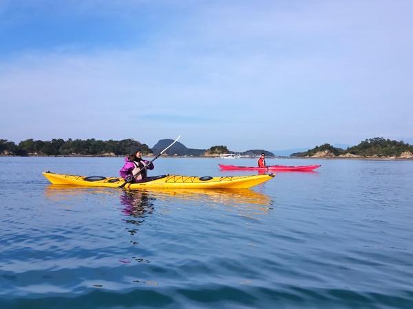 天草の海を舞台に、いくつもの無人島をカヤックでプチアイランドホッピングする《松島コース》