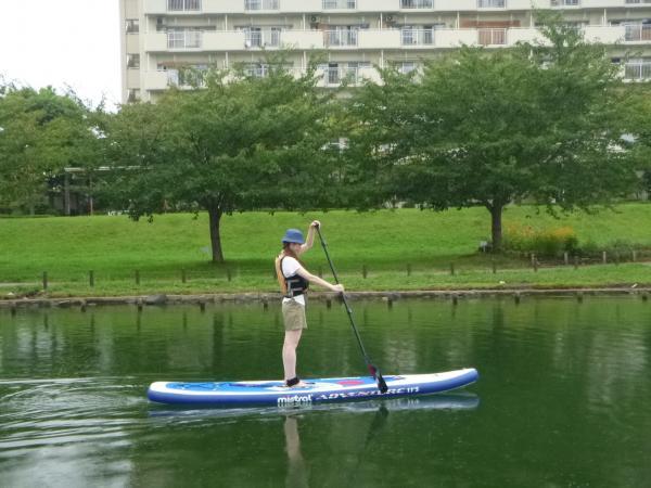 東京23区内とは思えないゆったりとした時間。穏やかな水面をパドルを使って漕ぎ進む爽快感!