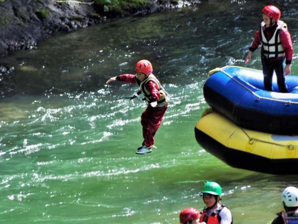 ボートからのジャンプにもチャレンジ。