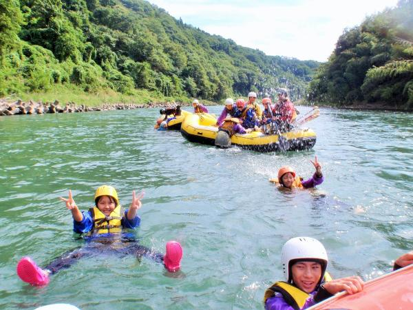 通常は小学校1年生から、貸切ボートなら4歳から体験できます。ご家族みんなでどうぞ!