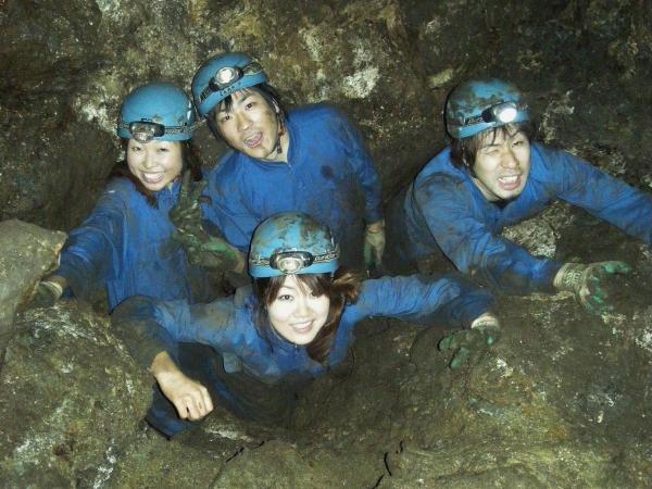 探検隊長はあなた自身!探検隊になったつもりで洞窟内を探検しましょう!