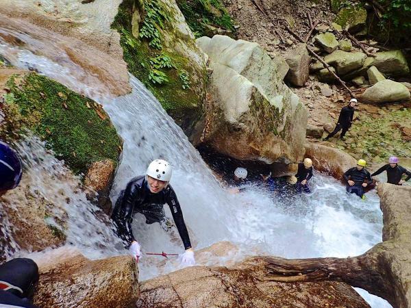 【八淵の滝コース】それぞれ異なる表情を持つ美しい滝と、自然豊かな渓谷を満喫しましょう!