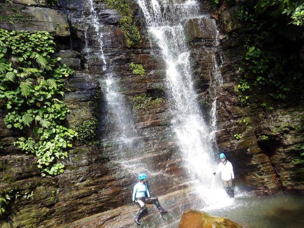 落差約10mのゲータの滝(下段)