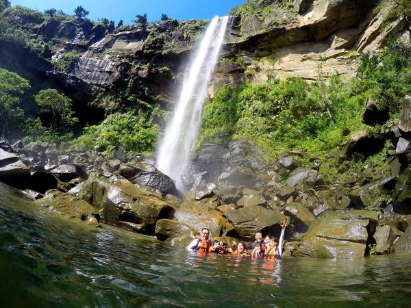 大人気のピナイサーラの滝!
