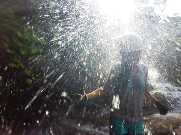滝を浴びてリフレッシュ!